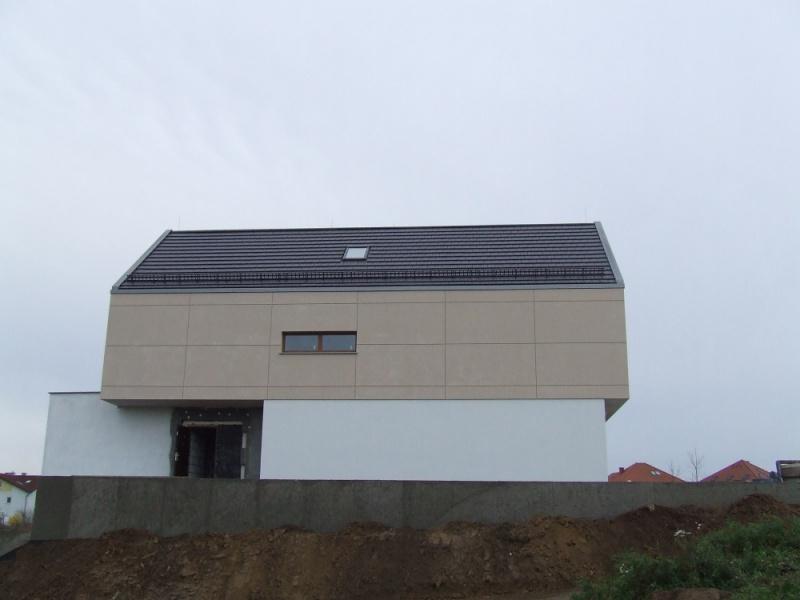 Latakai ir lietvamzdžiai kurie slepiasi sienoje. Ši sistema sukurta namams be pakalimo.