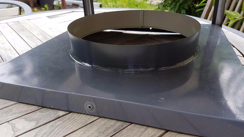 kamino kepure su nerūdijančio plieno stogeliu